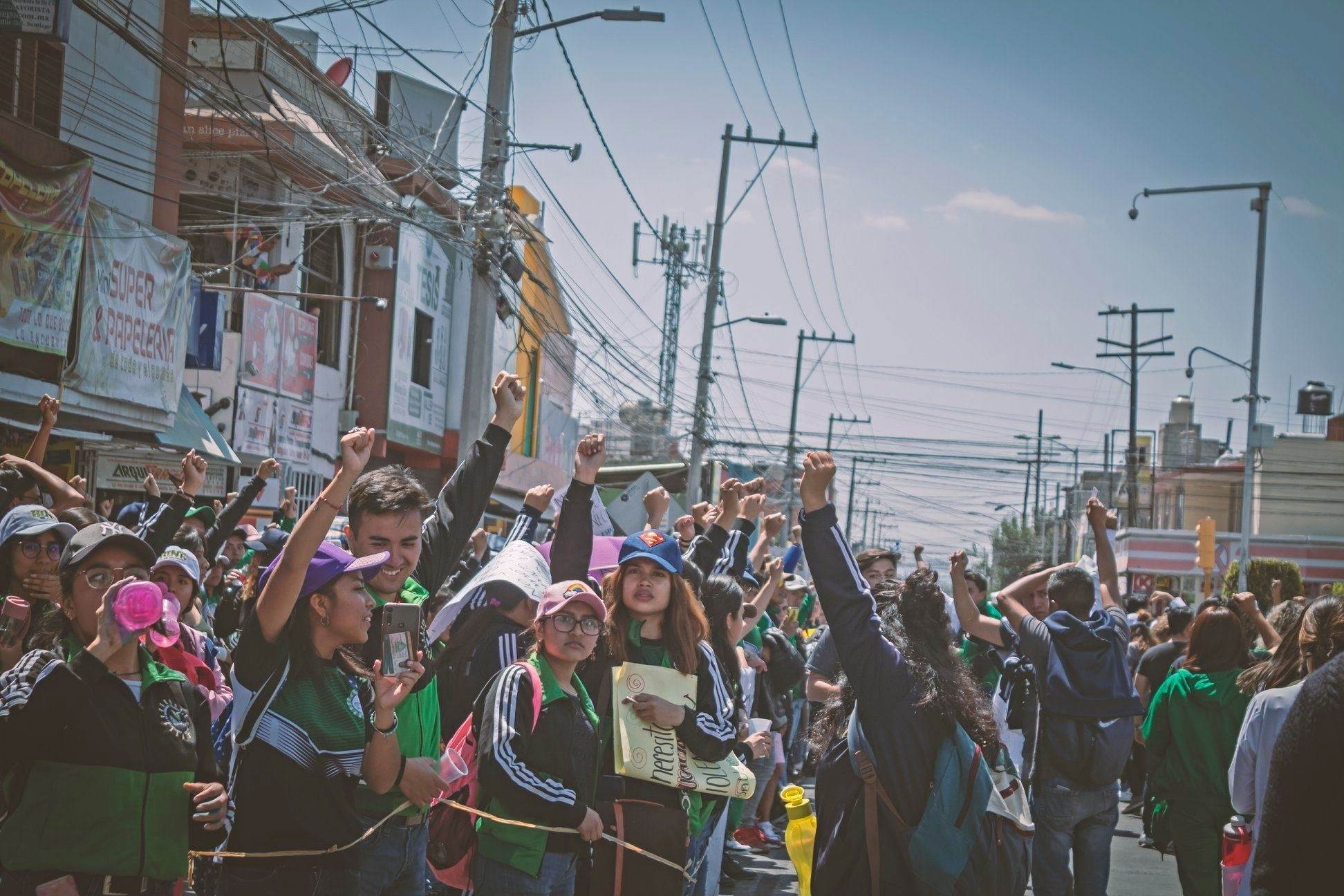 Grupos de WhatsApp y peatonalización, este es el plan del ayuntamiento para proteger estudiantes