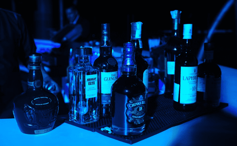 ¿Tu bebida alcohólica está adulterada? Checa estos consejos para saberlo