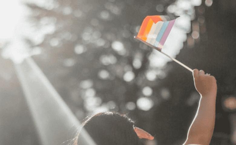 En ataque homofóbico, mecánicos disparan a joven