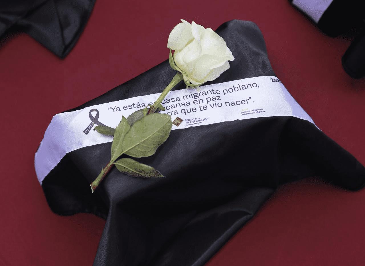 En ceremonia, entregan cenizas de migrantes poblanos fallecidos por Covid-19