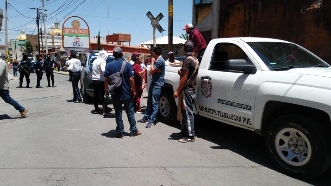 Policías municipales de Texmelucan retienen y golpean a reportero