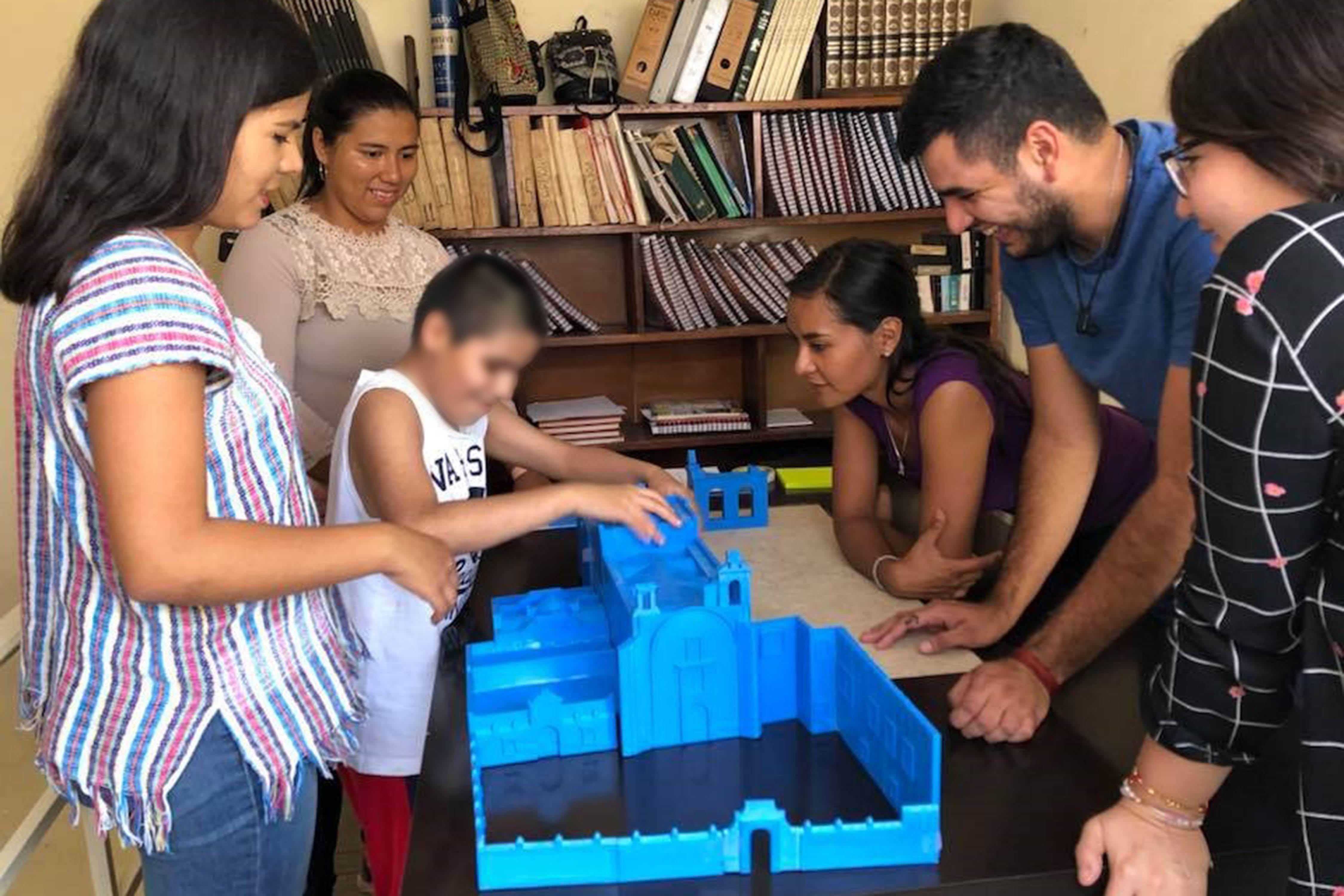 Desarrollan maquetas hápticas para niños con ceguera o debilidad visual