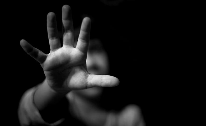 Madre denuncia sustracción de su hija y encuentra revictimización, burocracia y falta de resultados