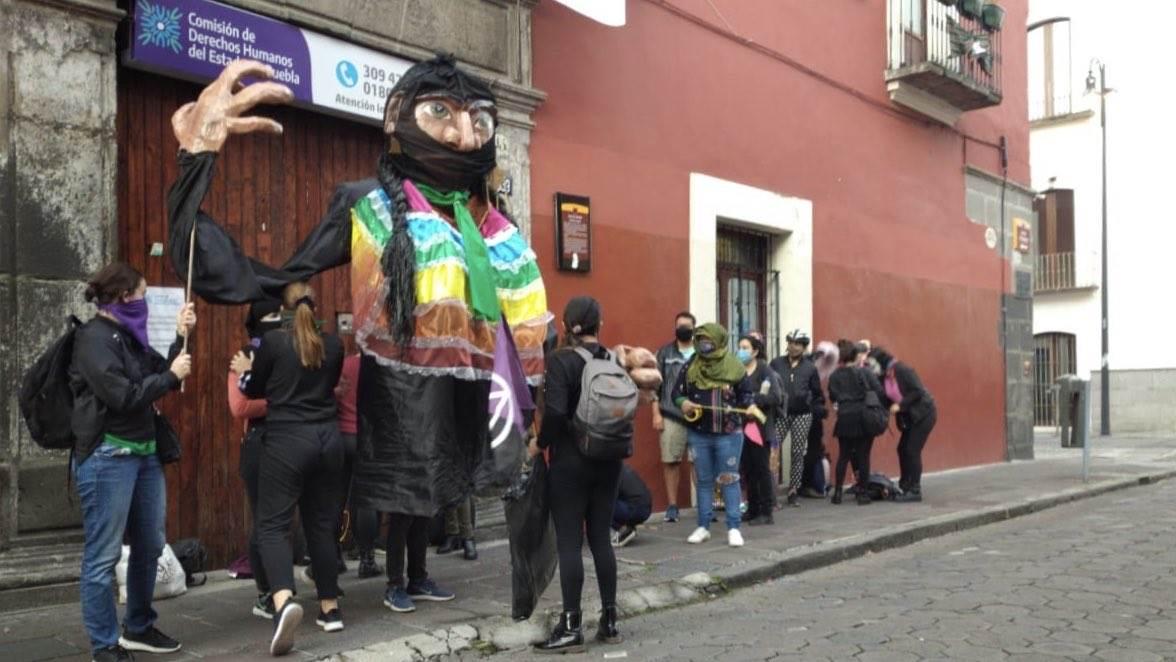 Colectivas de Puebla exigen liberación de manifestantes detenidas en la Codhem