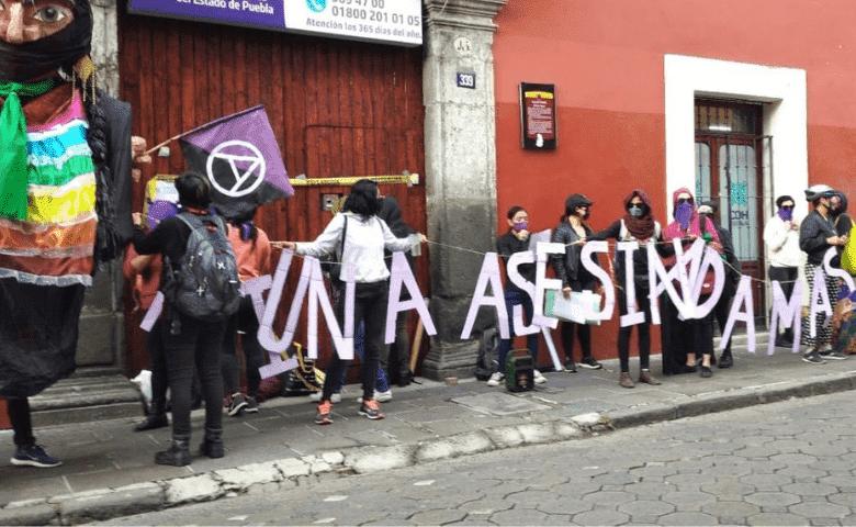 Feministas realizan toma simbólica de la CDH Puebla