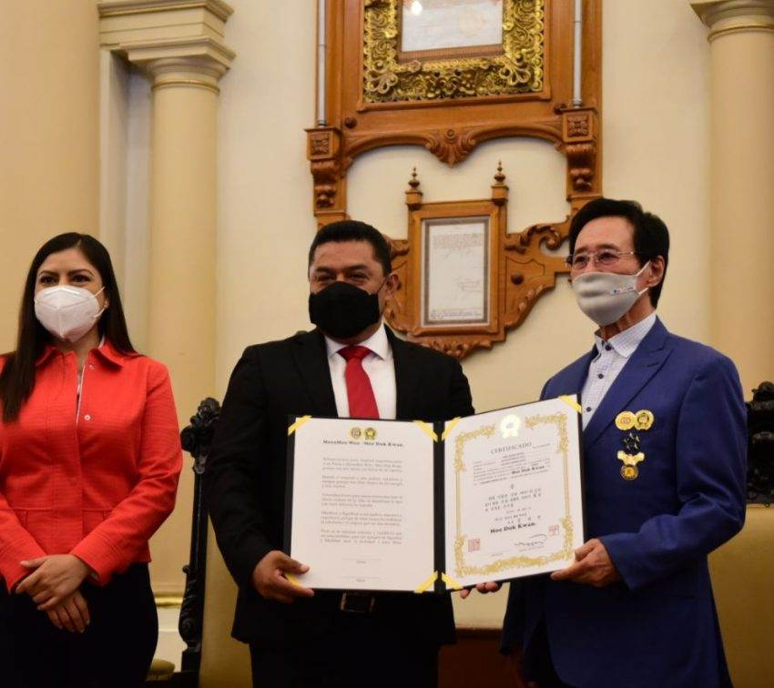 Distingue la ciudad al padre del taekwondo en México