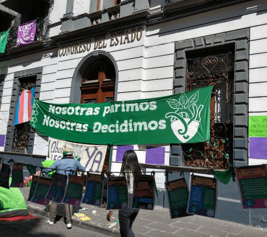 Una historia de criminalización en medio del parlamento sobre aborto en Puebla