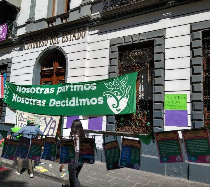 Acuerdan feministas y ayuntamiento acciones para inhibir violencia y discriminación