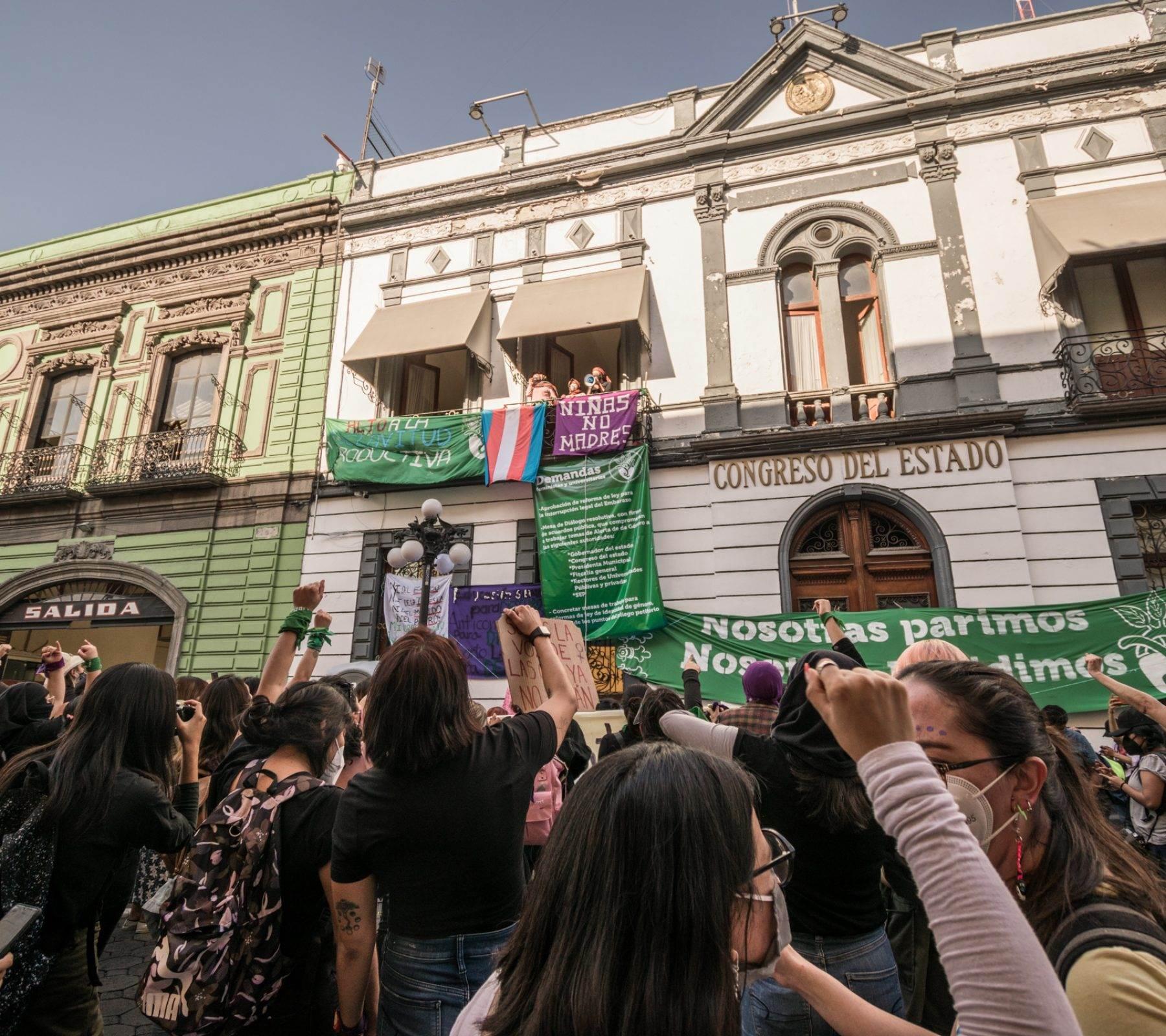 La toma pacífica del Congreso de Puebla duró 25 días,   forma pacífica la sede legislativa durante 25 días, entre mediados de noviembre y diciembre del año pasado. Fotografía: Daniel Chazari.