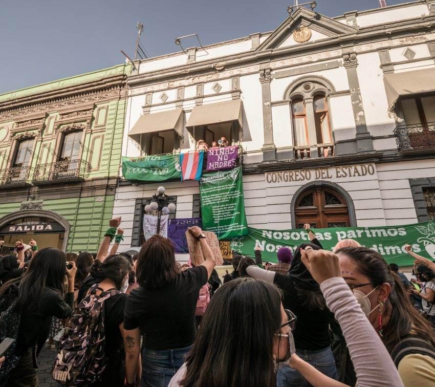 Colectivas y diputadas van, otra vez, por la despenalización del aborto en Puebla