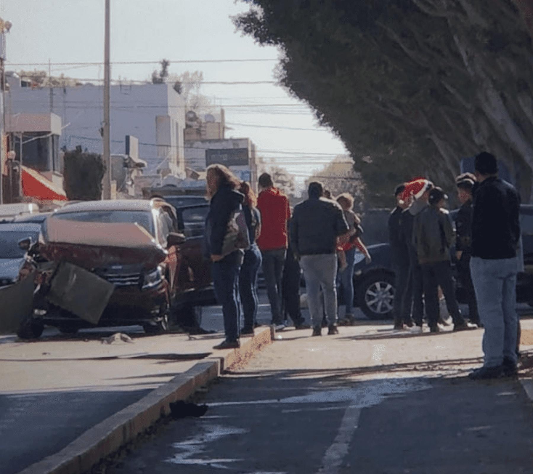 Choque de automóviles en la ciudad de Puebla. Fotografía.