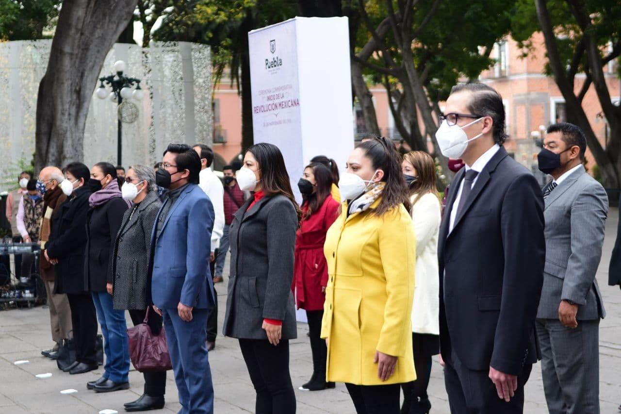 Revolución Mexicana en Puebla. Fotografía de los funcionarios del ayuntamiento.