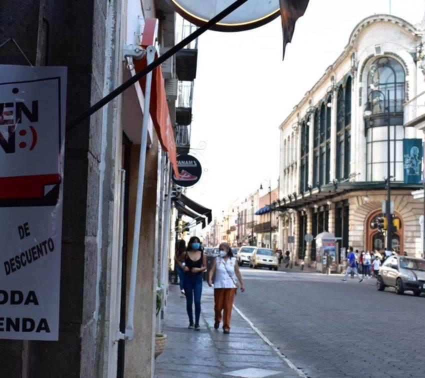 Por alza en contagios y defunciones, Puebla regresa al color rojo del semáforo Covid