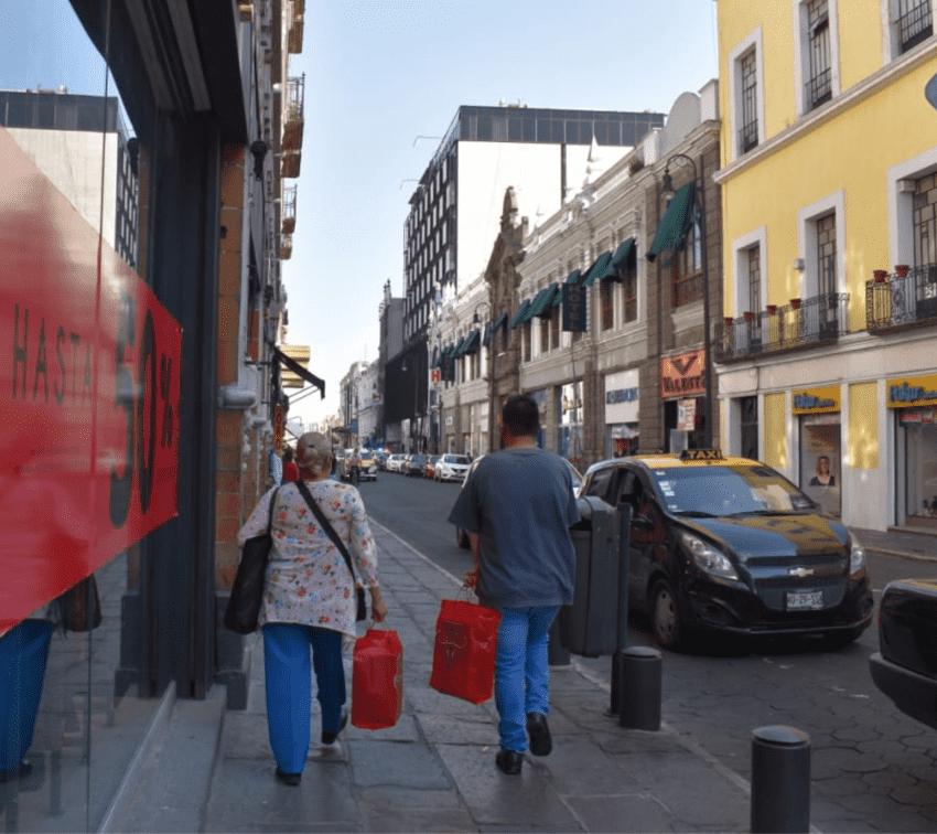 Anuncian nuevo cierre de negocios no esenciales en Puebla