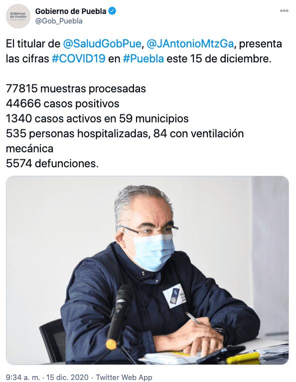 Tuit en el que se muestra que el confinamiento voluntario en Puebla se debe a que hasta el 15 de diciembre hay casos activos en 59 municipios.