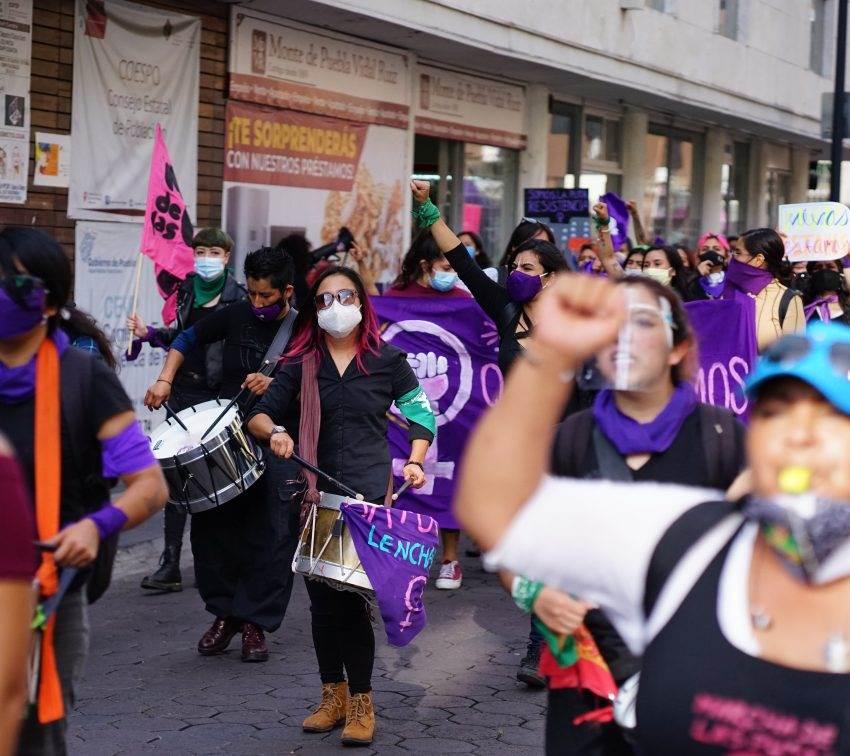 El movimiento feminista marcha al ritmo de la batucada