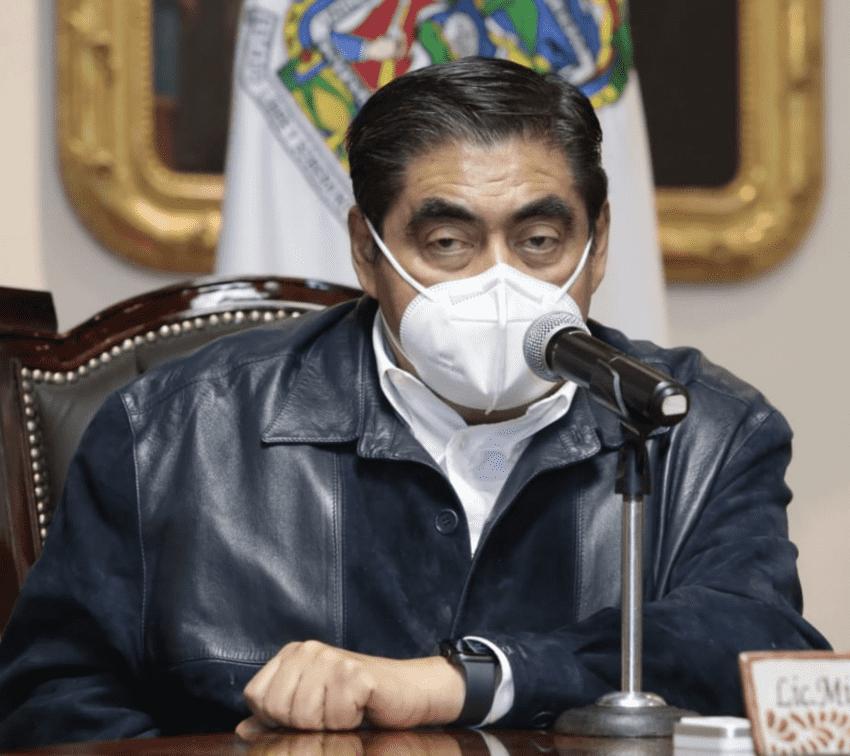 Amagan con cárcel para quien lucre con vacuna contra covid en Puebla