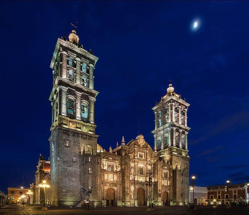 Templos católicos de Puebla continuarán cerrados hasta el 25 de enero