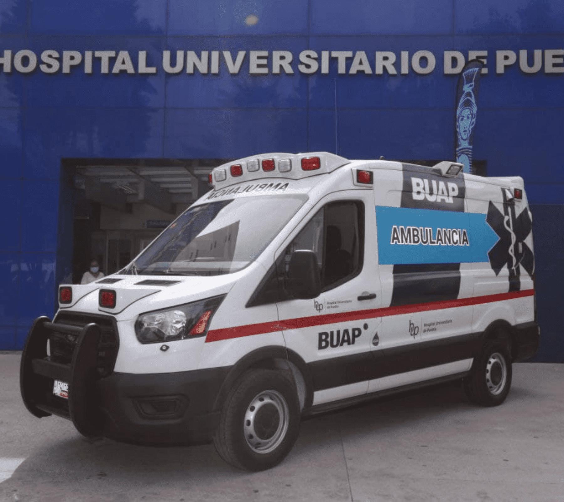 Fotografía de la ambulancia donada a la buap.