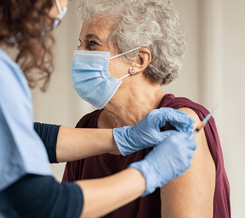 Sólo el 20% de adultos mayores se ha registrado para ser vacunado contra la covid-19