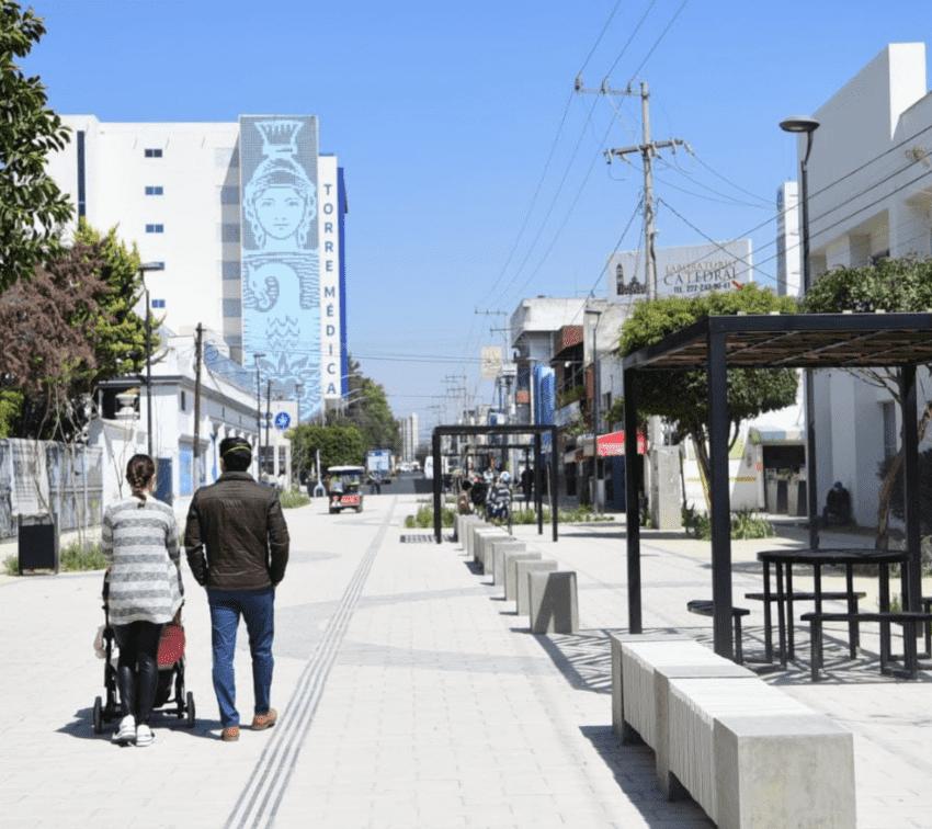 Inauguran corredor peatonal frente a Facultad de Medicina BUAP