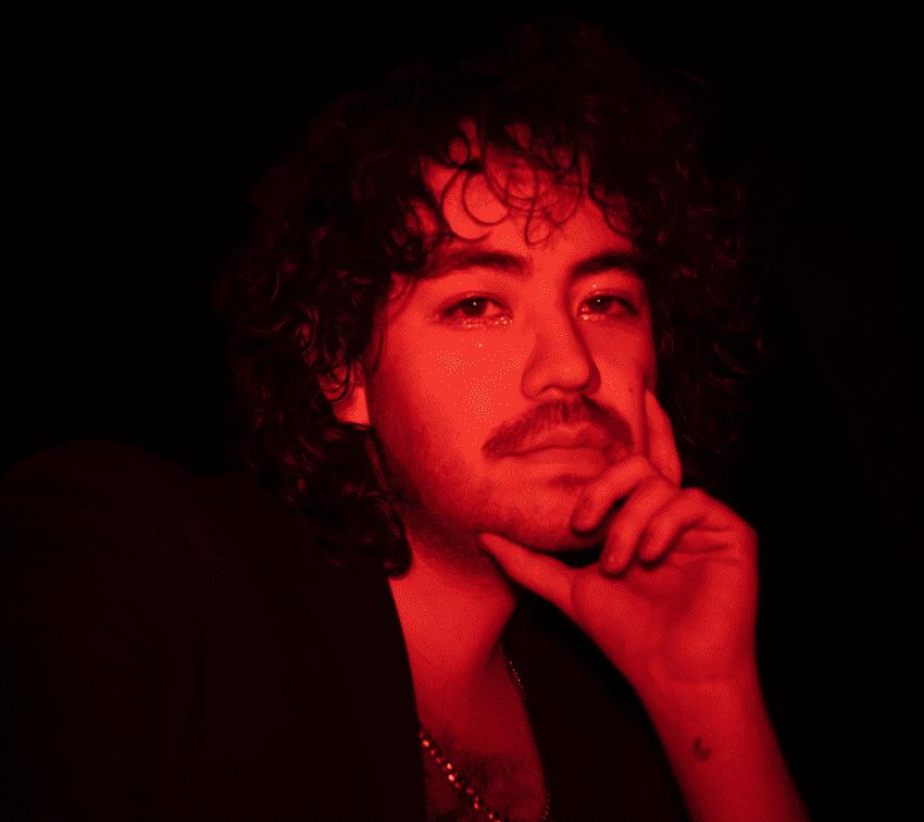 Diego Inferno y su baile pop con el demonio