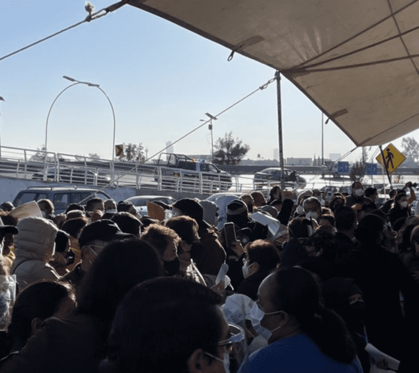 Desorden en la primera jornada de vacunación contra covid en Cholula
