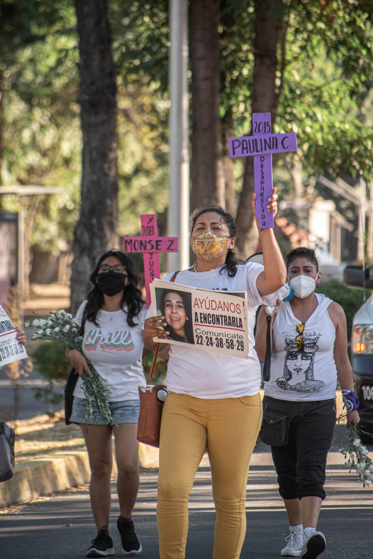 Familiares de víctimas de feminicidio y organizaciones exigieron a la Fiscalía de Puebla que se procese a los presuntos responsables por el feminicidio de la menor. Fotografía: Daniel Chazari