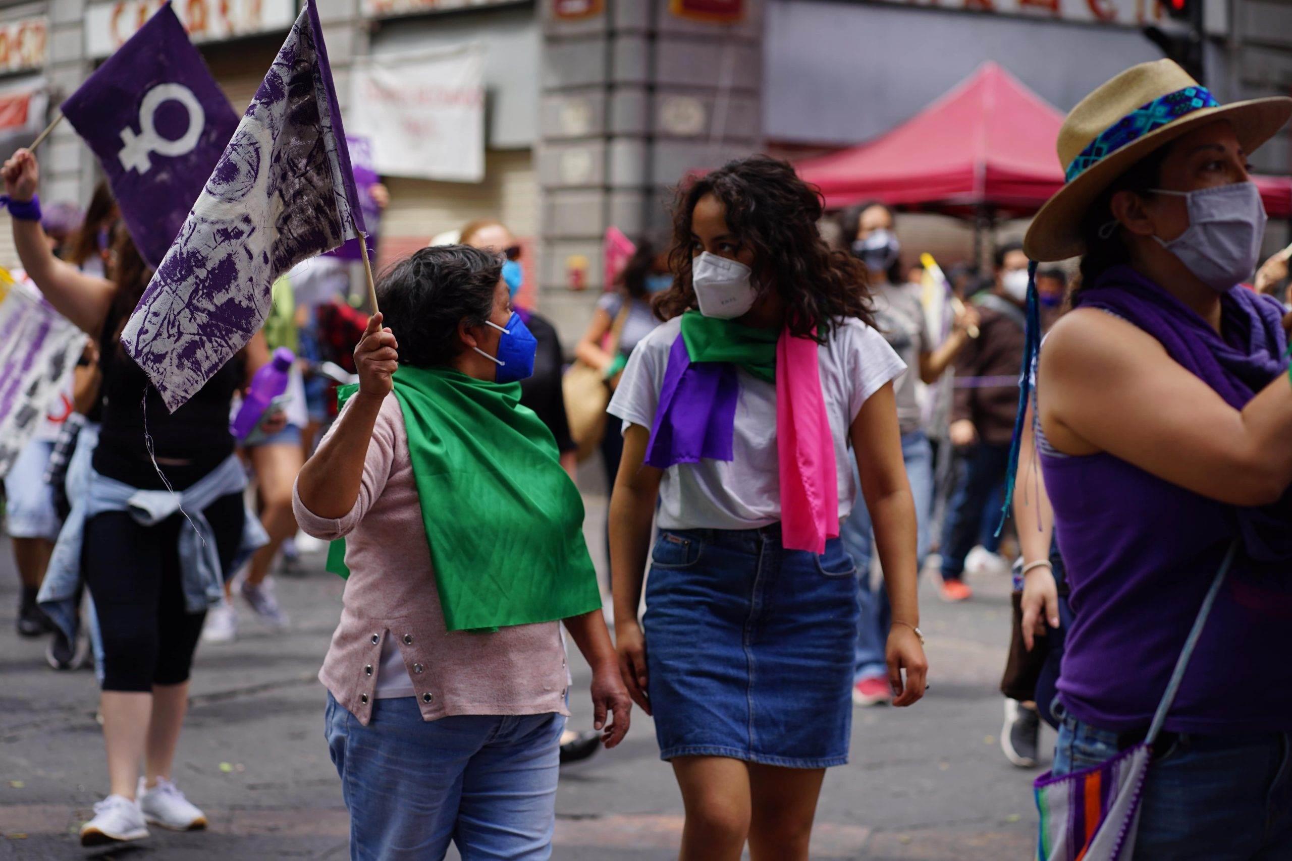 marchan mujeres previo al 8m