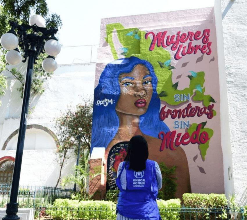 Artistas y refugiadas crean el mural «Mujeres Libres»