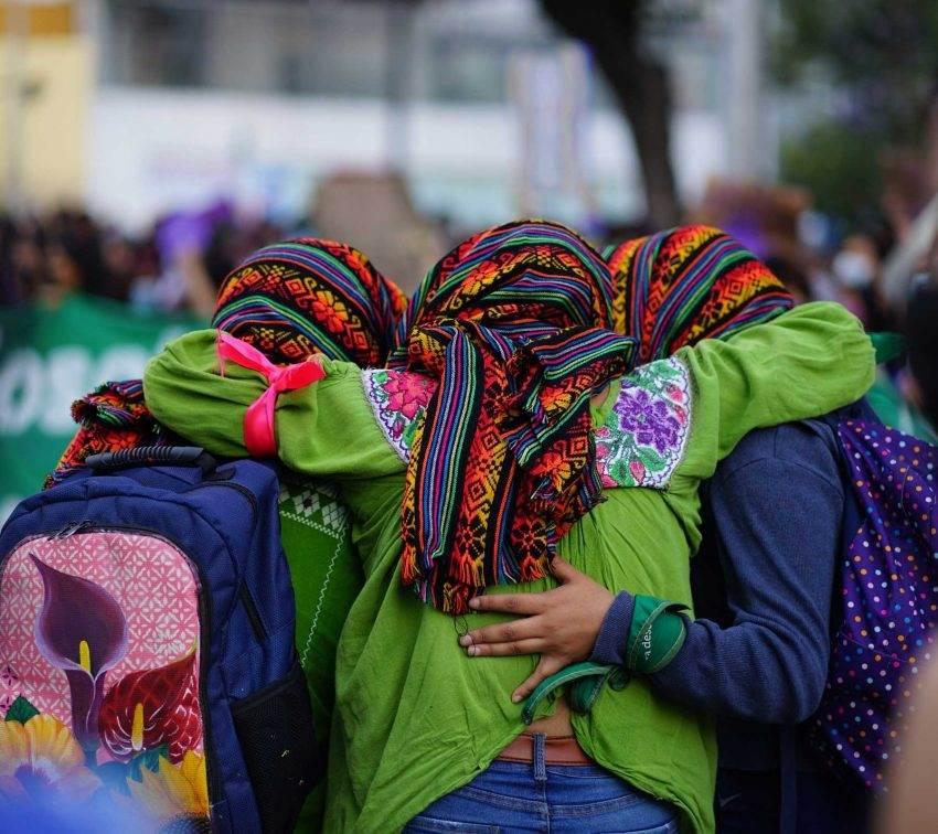 Escenas que dejó la marcha de mujeres diversas del 8M en Puebla