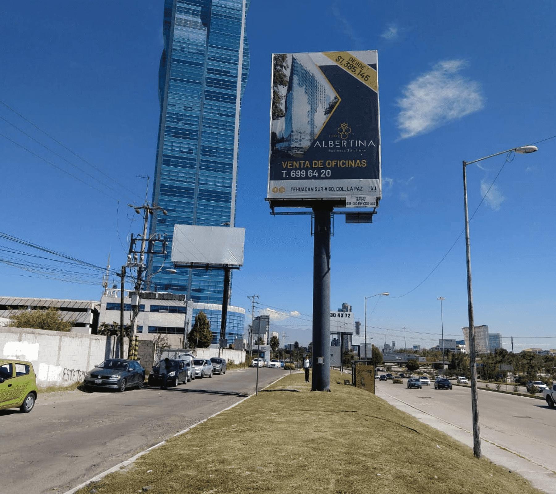 Siete de cada 10 espectaculares colocados en Puebla son ilegales