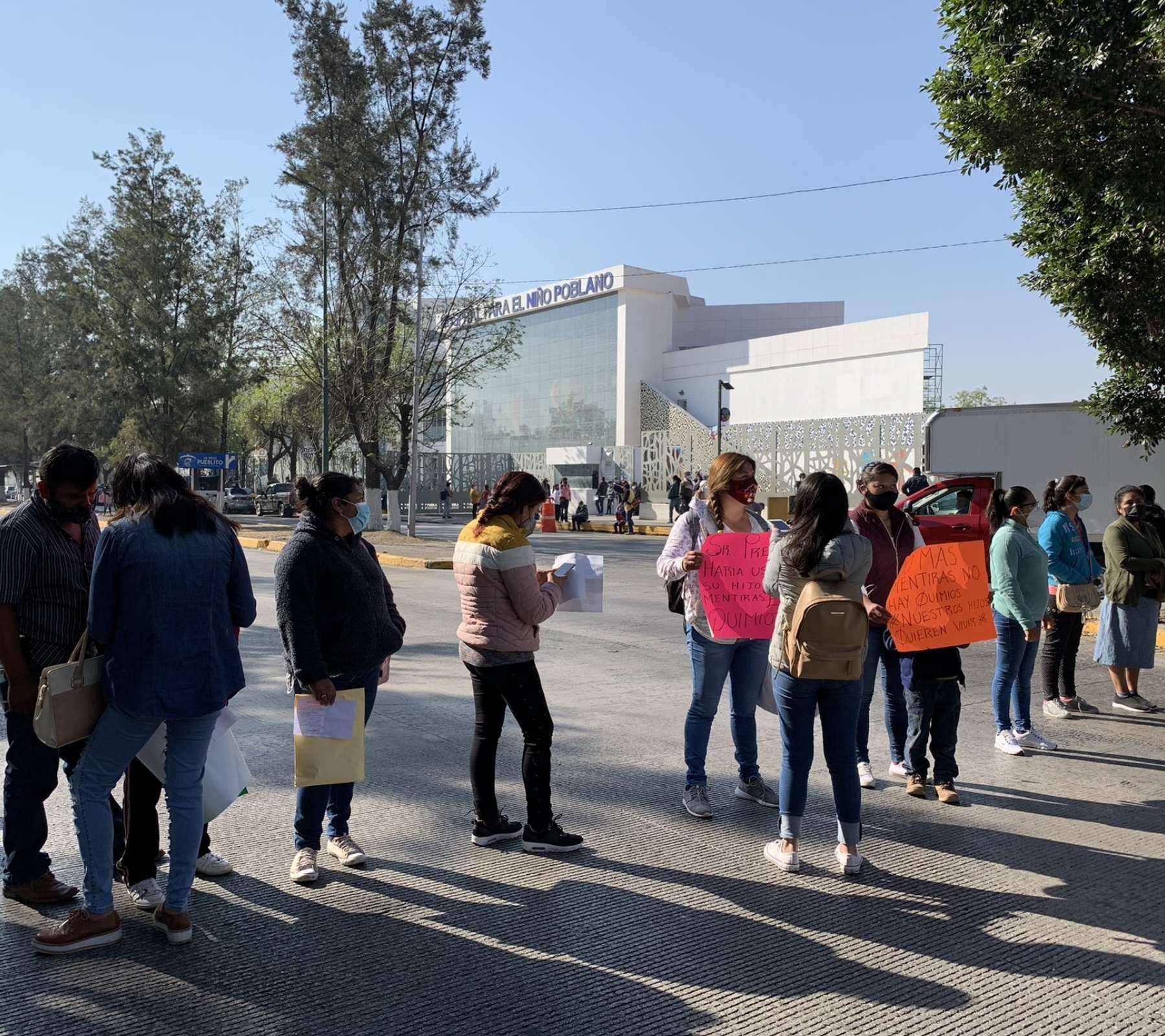 madres de familia protestan ante desabasto de medicamentos para sus hijos