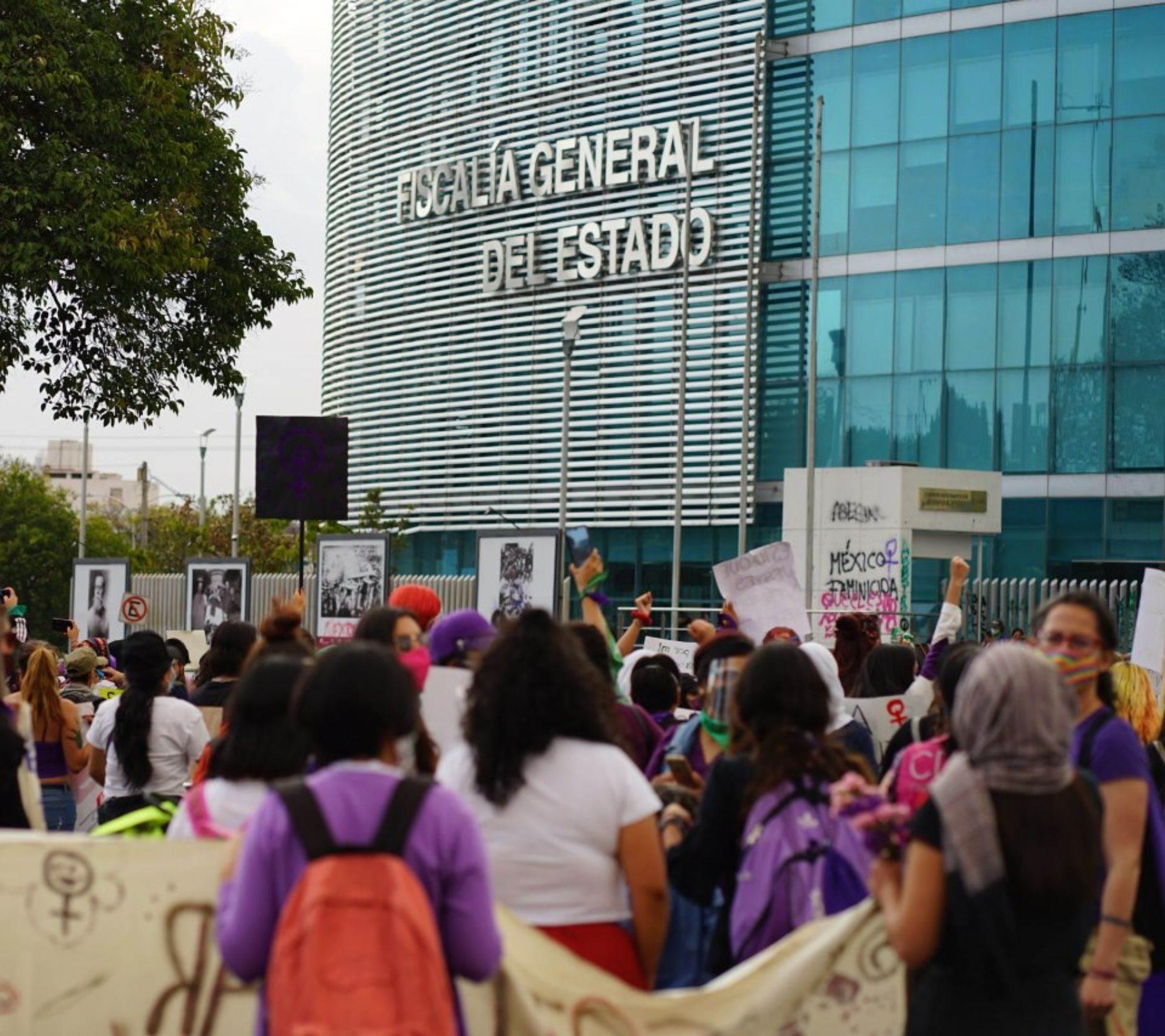 manifestantes 8M Puebla