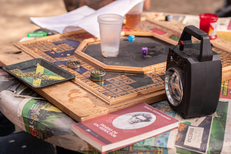 Fotografía en la que se observa el juego de mesa mencionado en la nota.