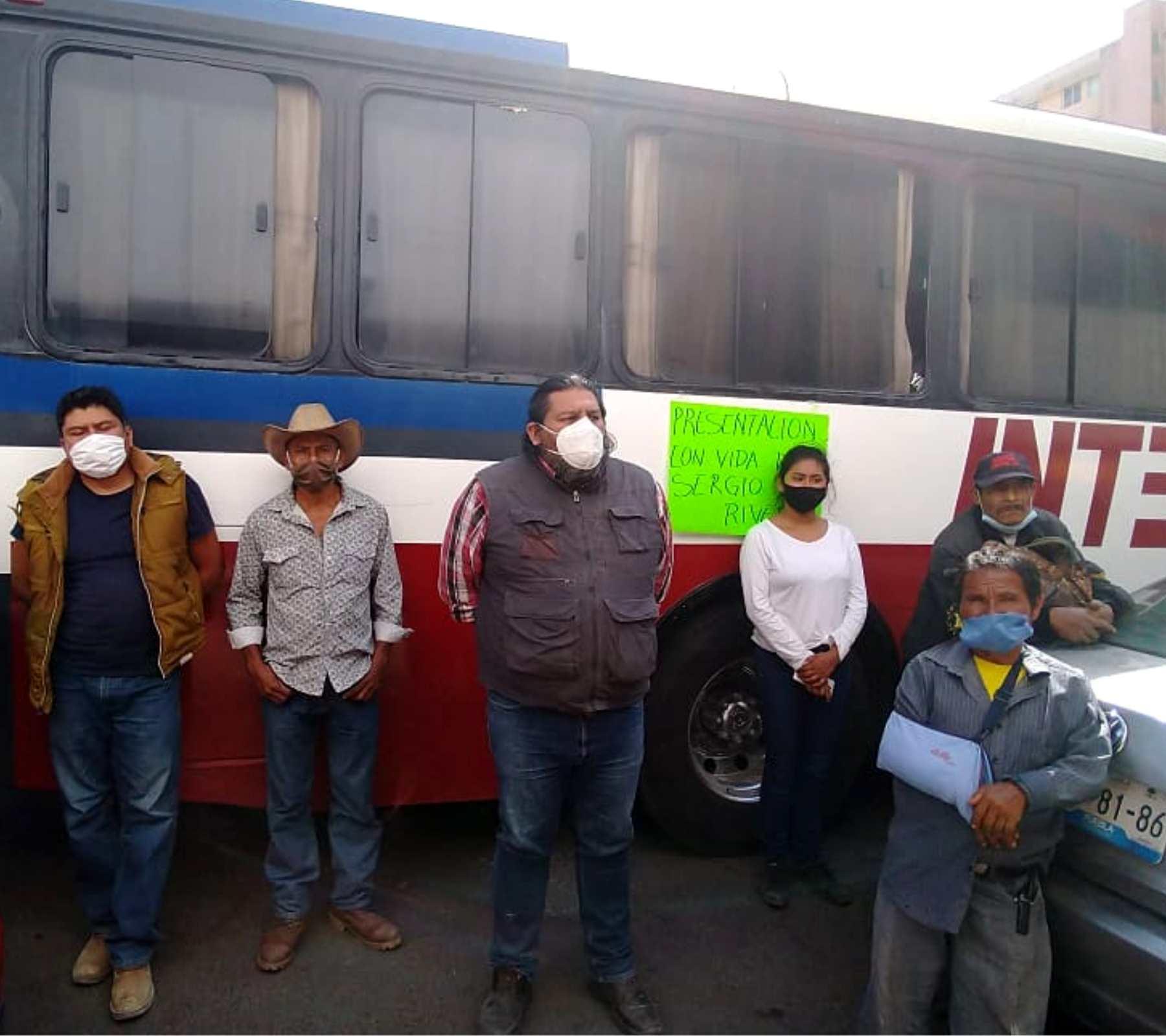 Fotografía de activistas exigiendo la búsqueda de Sergio