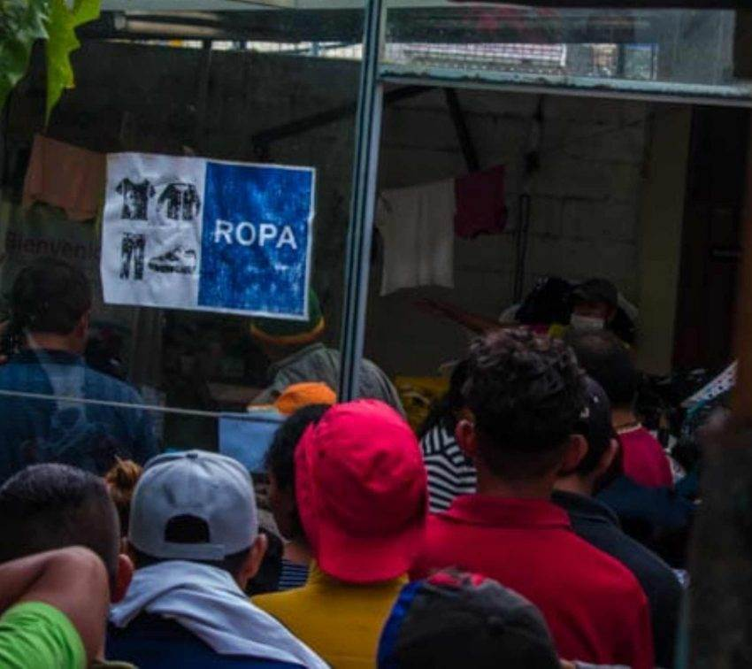 Retienen a personas en estaciones migratorias en Puebla a pesar de riesgo por covid-19
