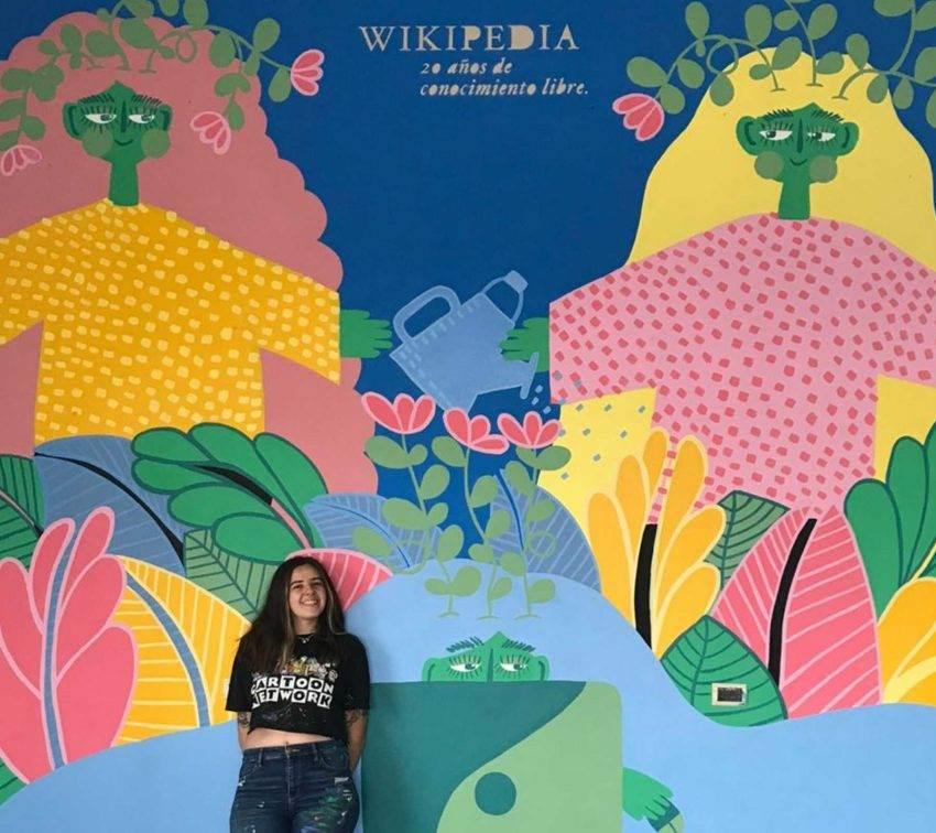 Poblana realiza mural para festejar 20 años de Wikipedia