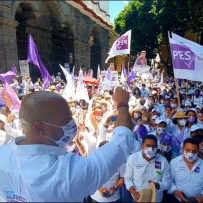 Fotografía del candidato del PES en Puebla Capital