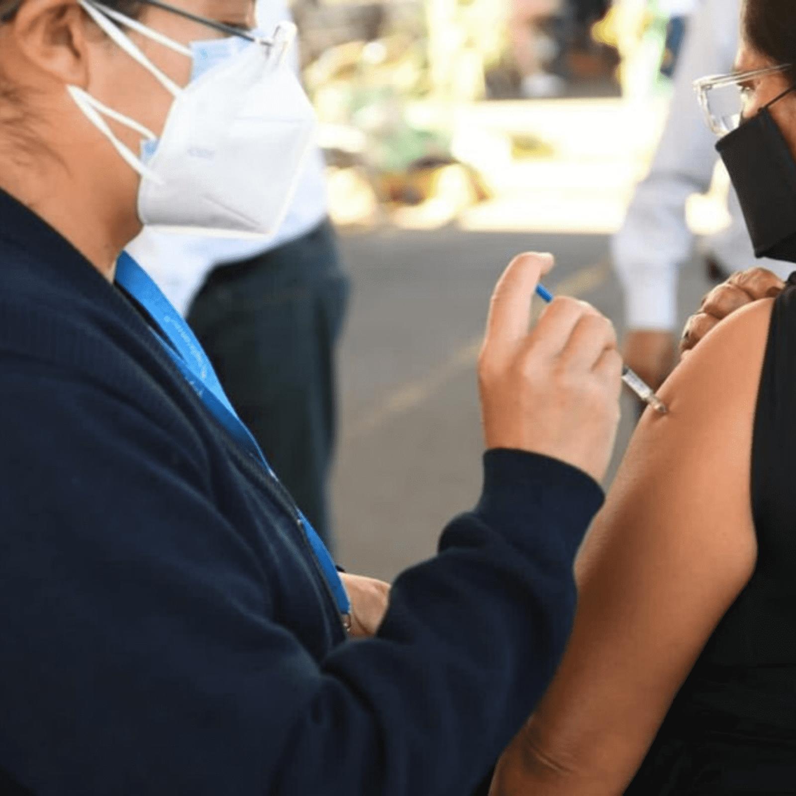 Vacunación masiva covid imagen ilsutrativa.