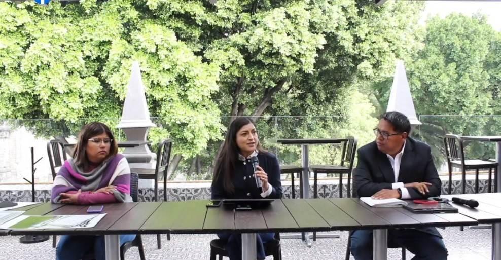 La ex candidata Claudia Rivera Vivanco convocó a una rueda de prensa junto con su equipo para denunciar distintas anomalías registradas en el cómputo de los votos.
