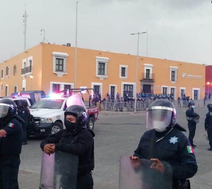 Reprime gobierno de Puebla a normalistas de la escuela Carmen Serdán