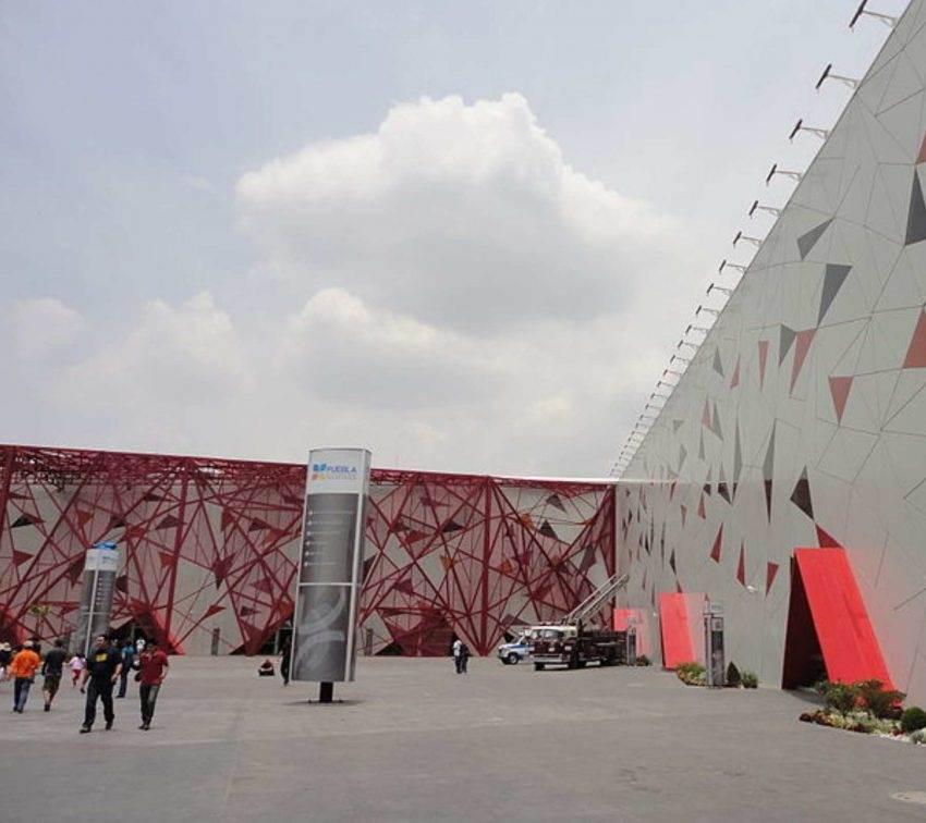 Pagan por error 107 millones de pesos a empresa por Centro Expositor