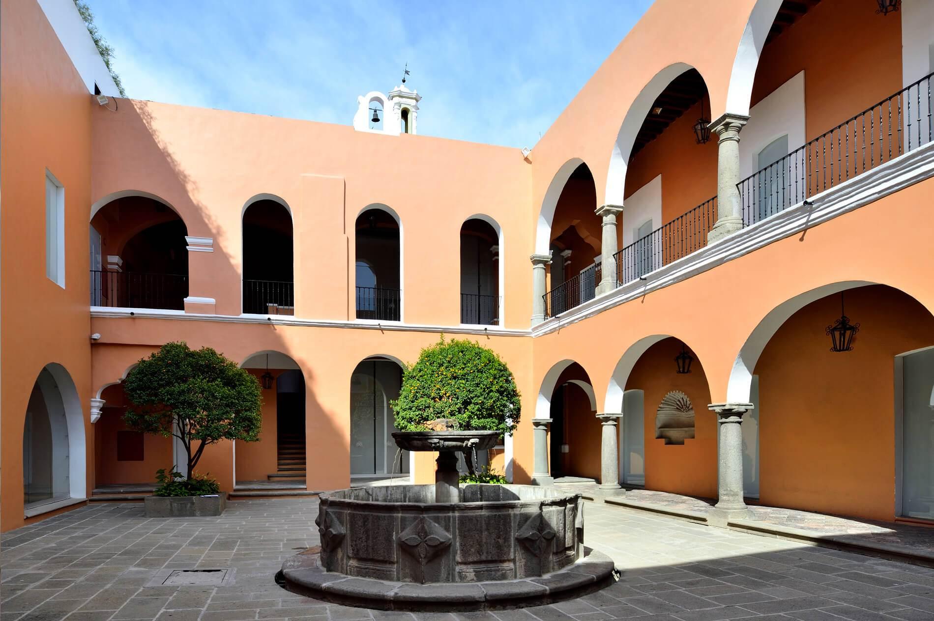 Entre los museos de Puebla más populares se encuentra el Museo Amparo.