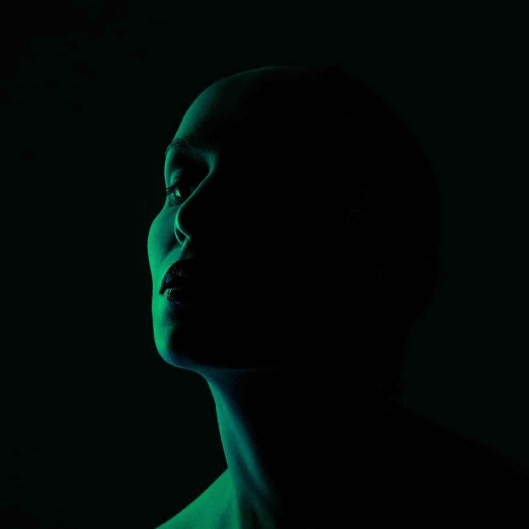 mujer oscuridad perfil poemas