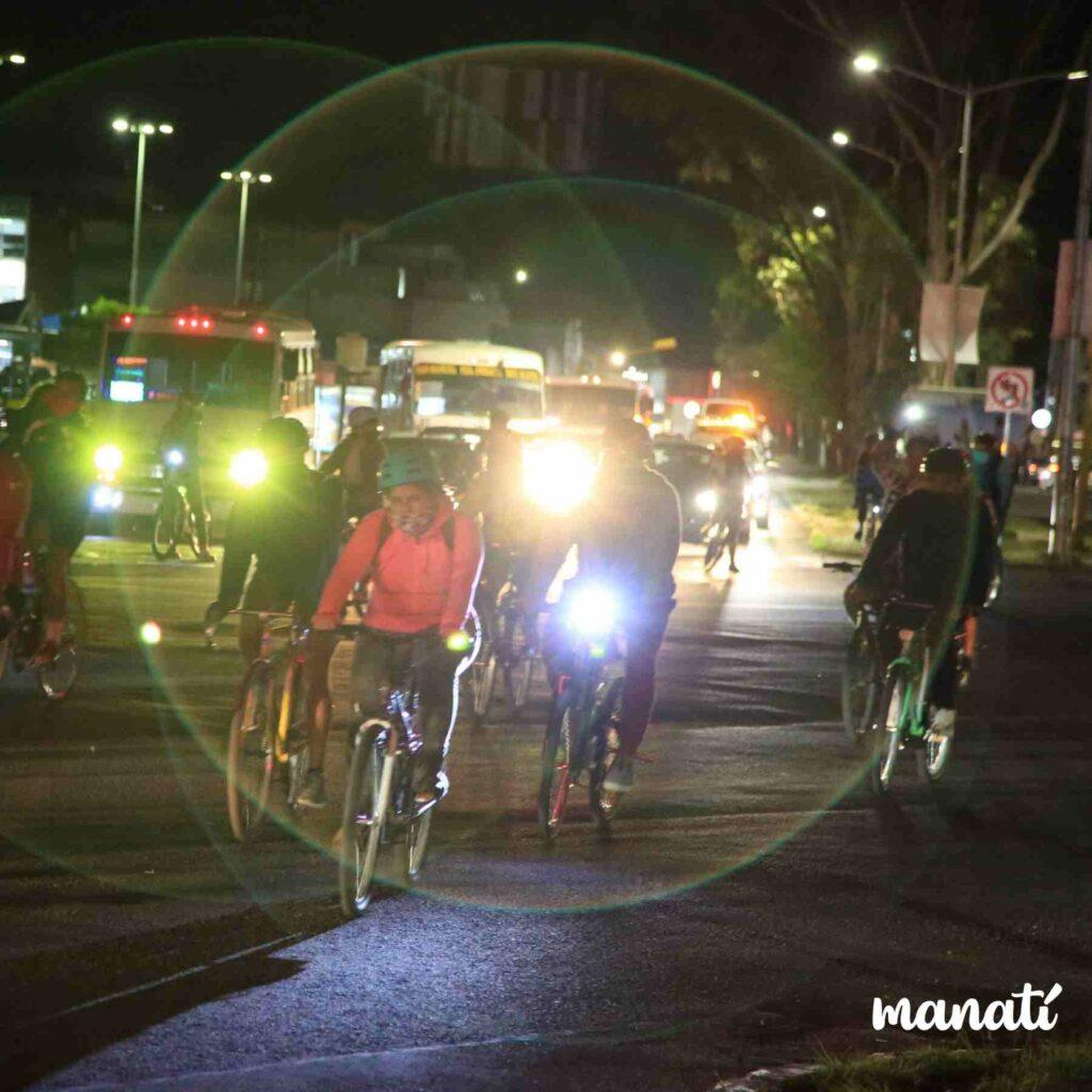 ciclistas rodando por calles de puebla