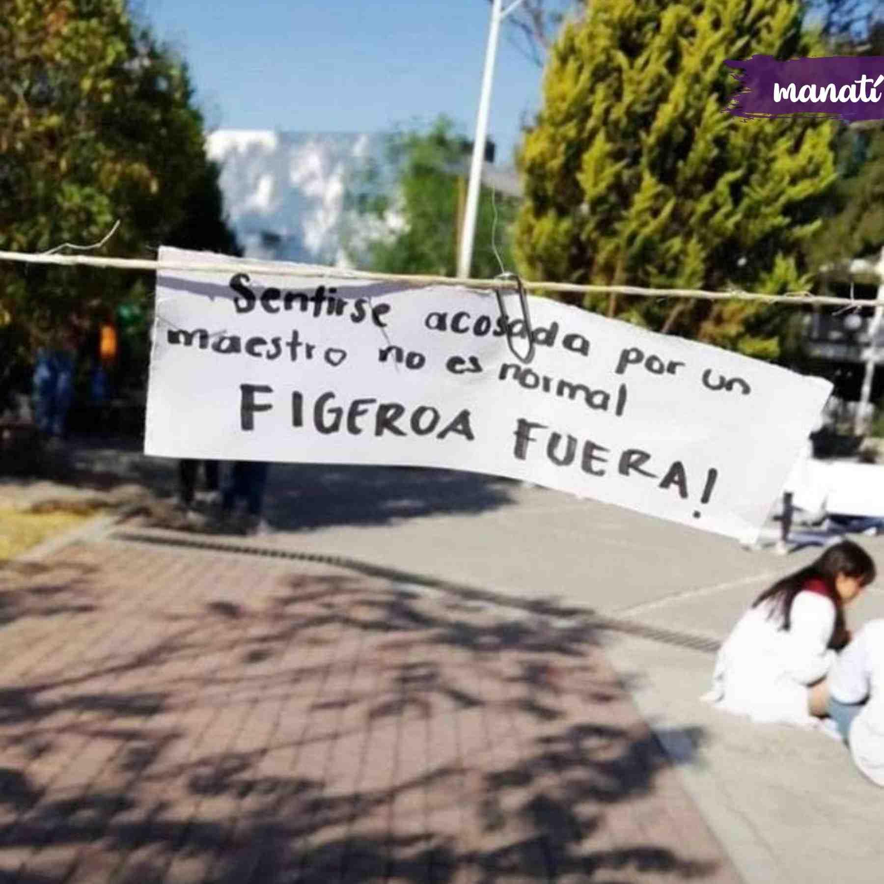 Fotografía de una actividad para denunciar acoso en una universidad de Puebla.